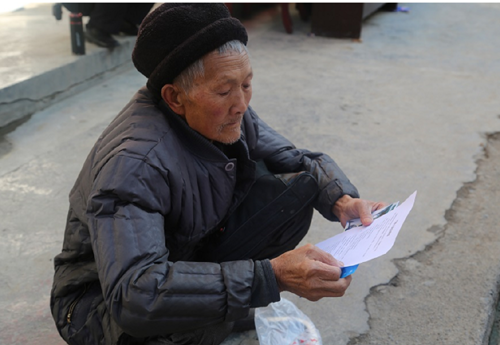 """盐津县人民法院开展""""爱在春天・关爱家庭""""法制宣传活动"""