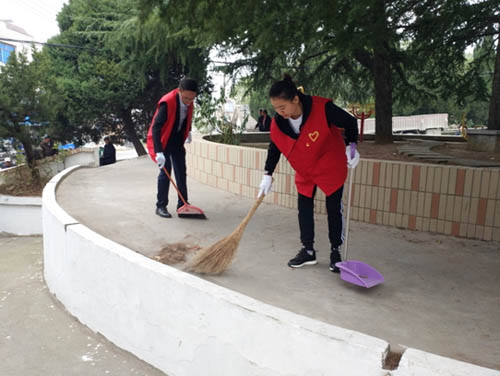 卧牛山街道龟山社区组织青年志愿者开展环境整治志愿服务活动