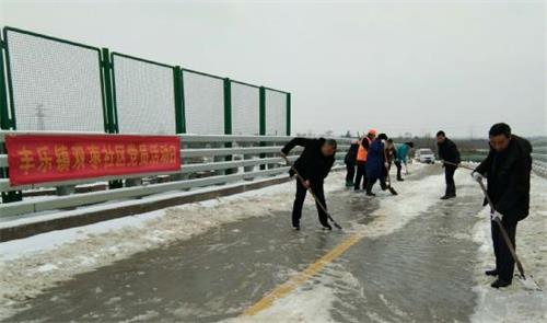 """丰乐镇双枣社区积极开展铲雪除冰活动暨""""党员活动日"""""""