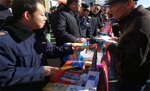 """乌兰浩特市开展""""信用让消费更放心""""3•15国际消费者权益宣传日活动"""
