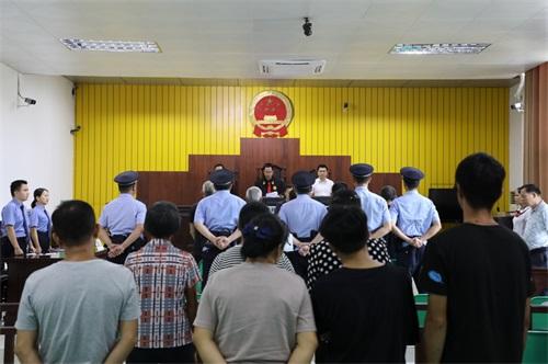 强揽工程、堵路收费、敲诈企业,陆川县一家族式涉恶团伙被公开宣判